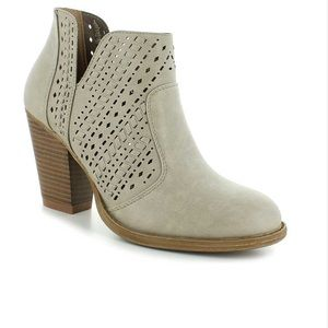 Daisy Fuentes off-White Waley Booties